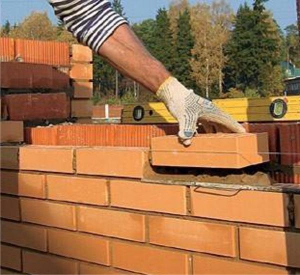 Каковы способы заделки и расшивки швов при строительстве из кирпича?